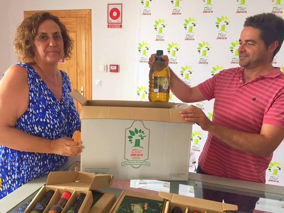 envasando aceite oleo jarico