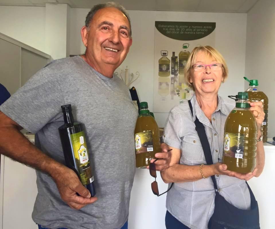 Una familia francesa que todos los años viene hasta Huércal-Overa para comprar nuestro aceite